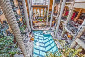 plaza_quebec_piscine_jardin_1